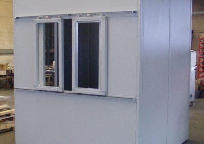 Lärmschutzkabine mit Schiebefenster