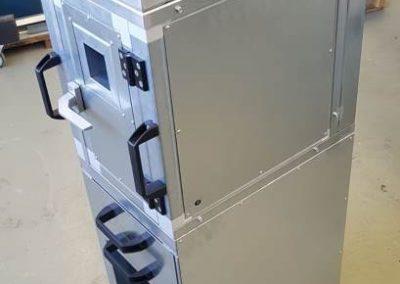 Laermschutzbox-mit-Ablage-und-Schubladen